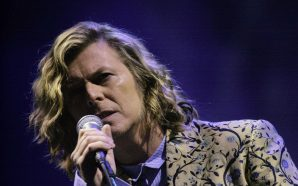 David Bowie headlines Glastonbury in 2000