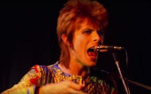 David Bowie performs 'Starman' live in 1972