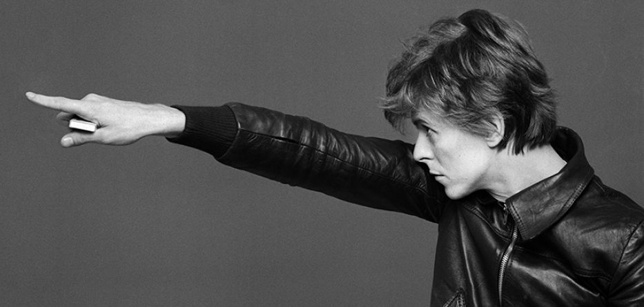 David Bowie & Iggy Pop photographed by Masayoshi Sukita: Pointing