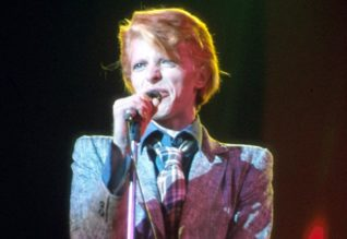 David Bowie performs Can You Hear Me on the Philly/Diamond Dogs Tour in 1974
